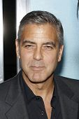 LOS ANGELES - 27 september: George Clooney aankomen op de