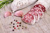 Salami Wurst mit Gewürzen