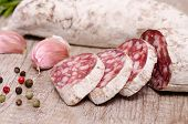 Drei Scheiben Salami Wurst