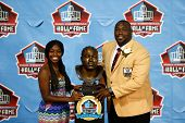 CANTON, OH-AUG 3: Mercedes Sapp (L) and her father defensive tackle Warren Sapp pose with his bust a