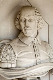 foto of william shakespeare  - A sculpture of famous playwright William Shakespeare situated outside Guildhall Art Gallery in London - JPG