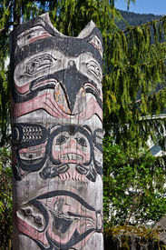picture of tlingit  - A Tlingit totem pole in Ketchikan - JPG