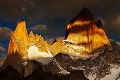 Monte Fitz Roy, sunrise dramática, Patagônia, Argentina
