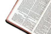 Bíblia aberta aos romanos