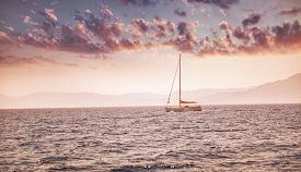 image of sails  - Beautiful sea landscape - JPG