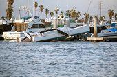 Huntington Porto Califórnia, 19 de janeiro de 2010: Um tornado causa estragos e destruição durante um fre