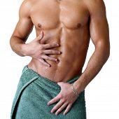 Постер, плакат: Мокрый мышц туловища завернутый в полотенце изолированные на белом