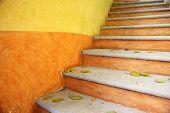 Постер, плакат: Красочные яркие наружные лестницы Мексика