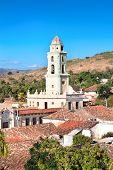 Panoramablick auf den Glockenturm der Museum Nacional De La Lucha Contra Bandidos. Es war convento