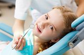 Dentista visita de Little girl