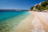 Deep Blue Sea, com água transparente e bela praia do Adriático na Croácia