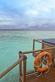 Kind on ocean on forward плане-saving circle on water villa