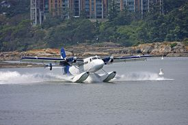 pic of float-plane  - seaplane landing in Victoria harbour - JPG