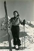 Постер, плакат: Винтаж Фото молодых женщин лыжника сорока