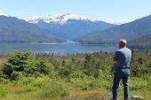 Mann in Alaska Landschaft