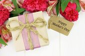 picture of carnation  - Gift box with Happy Mother - JPG