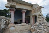 Palace Of Knossos, Red Columns