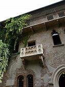 picture of juliet  - The famous balcony of Romeo and Juliet in Verona - JPG