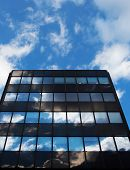 Glass Architecture And Reflection Of The Sky Und Cloud