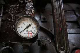 pic of manometer  - The vintage manometer in driver cabin of the old soviet locomotive - JPG