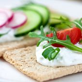 Crispbread with fresh cheese and vegetables