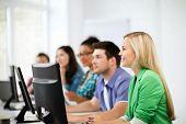 educação, tecnologia e internet - estudantes com computadores, estudando na escola