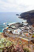 Pequeño pueblo en la costa, El Hierro, Islas Canarias