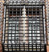 pic of grating  - Old window with an metal grate in a house - JPG