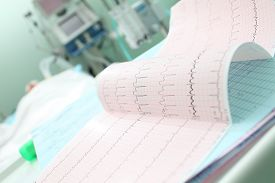 foto of icu  - Analyzing the patient - JPG