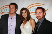 LOS ANGELES - MAY 12:  Bob Guiney, Teri Hatcher, Scott Grimes arriving at the 11th Annual Lupus LA O