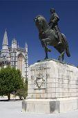 Mosteiro da Batalha e a estátua