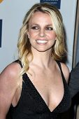 Los Angeles feb 11: Britney Spears kommt bei der Pre-Grammy Party hosted by Clive Davis, der b