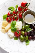 Mozzarella, parmesan, cherry tomatoes and olives (antipasti)